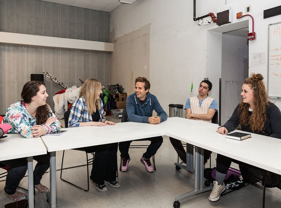 Michael Stahl-David (center) meets with advanced Acting students at the Columbia College Chicago Theatre Department.
